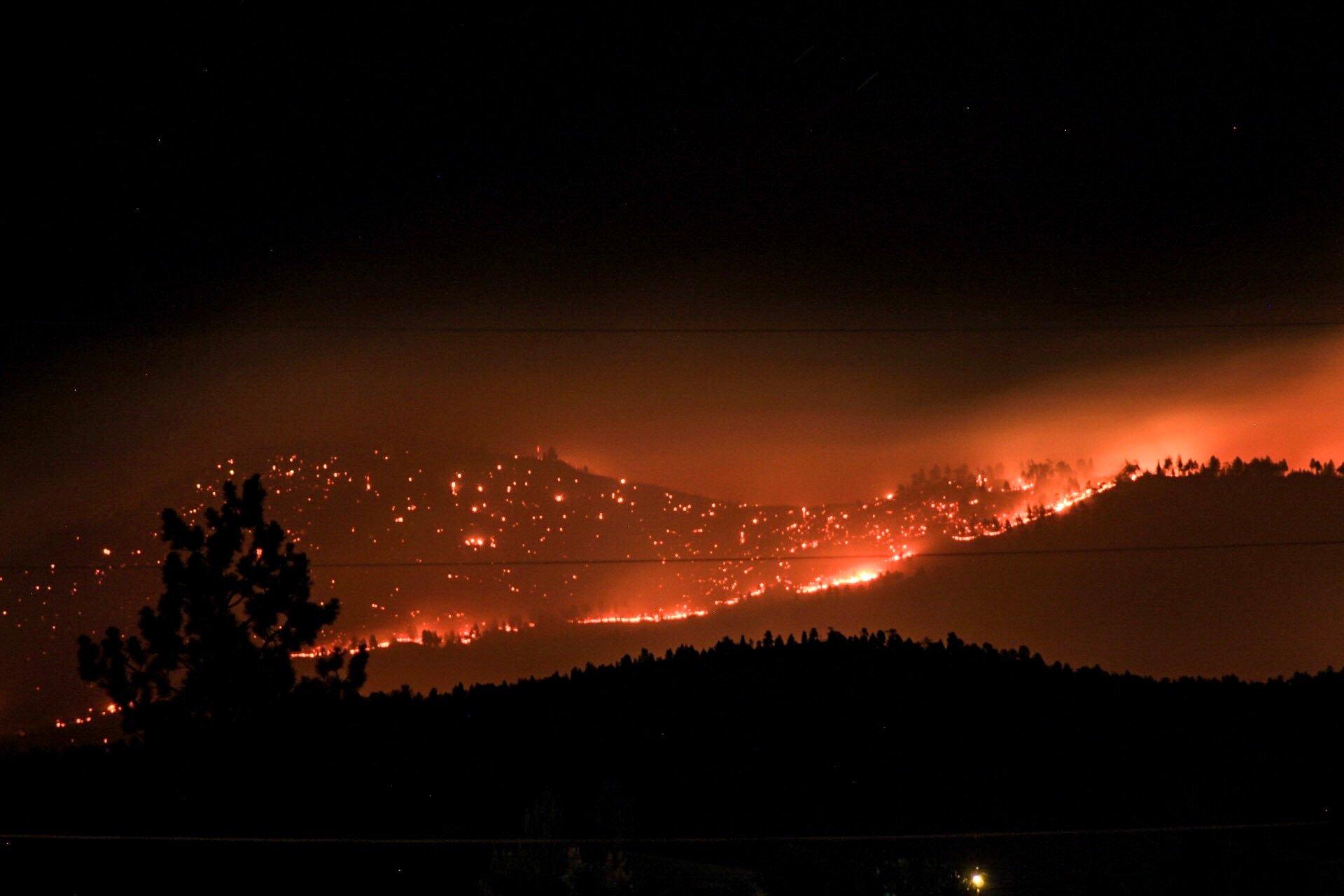 wildfire-near-a-community_t20_RzrJod